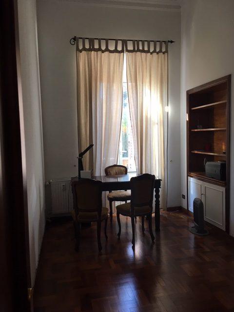 Stanza avvocato Associazione Logos Roma con scrivania