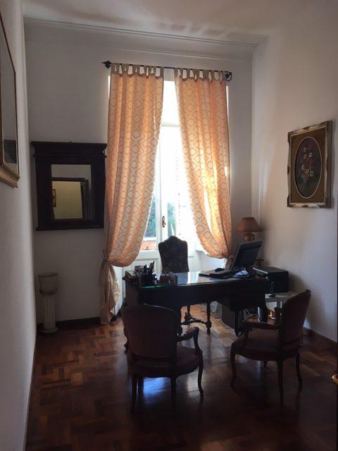Studio avvocato Associazione Logos Roma con scrivania