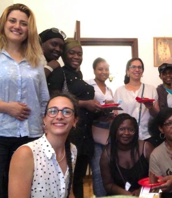 Foto di gruppo Dottoressa Guzzino Dottoressa Falcone con IRTS
